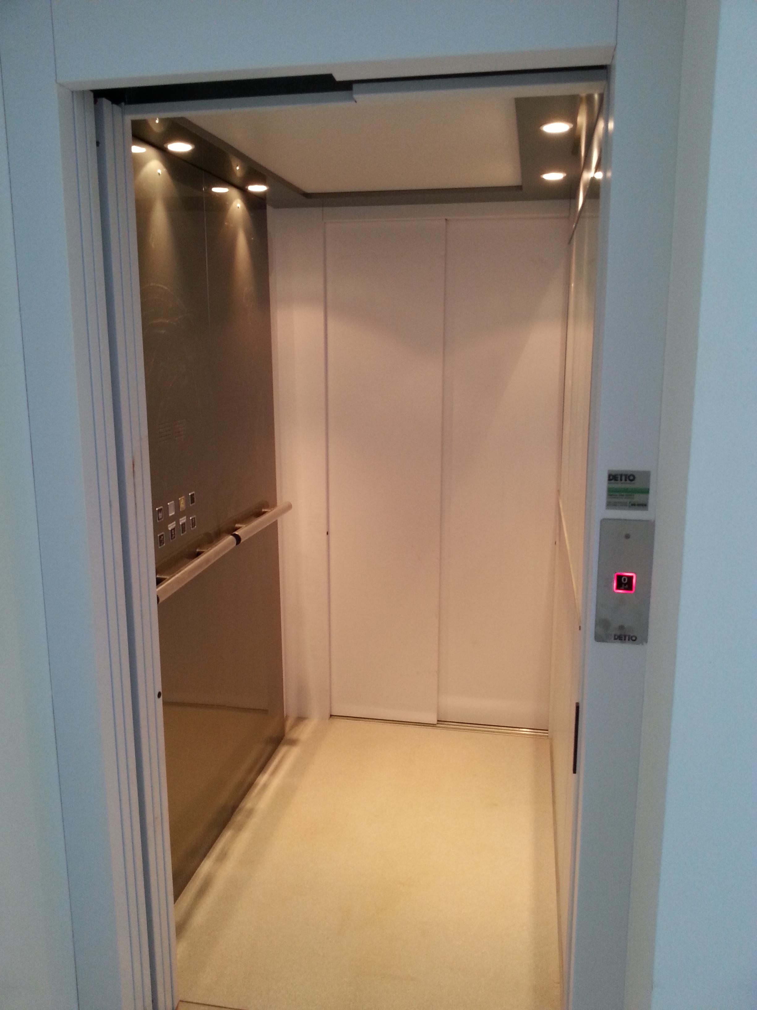 Montacarichi detto s r l ascensori e montacarichi for Montacarichi prezzi